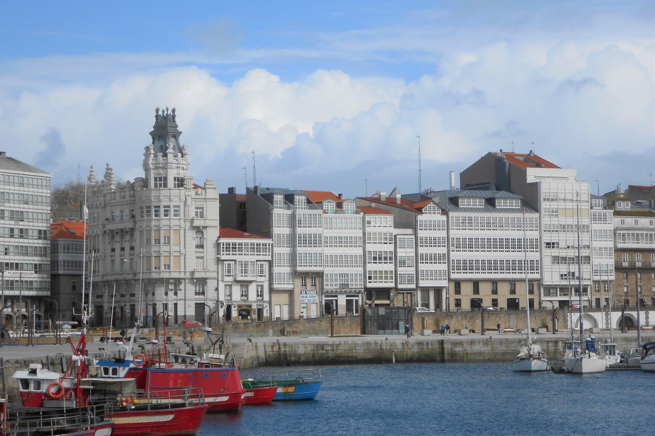 北スペインの観光スポットであるガリシアのア・コルーニャ