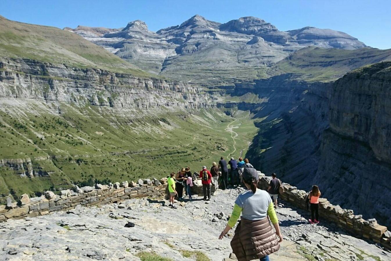 北スペインの観光スポットであるピレネー山脈のオルデサ国立公園
