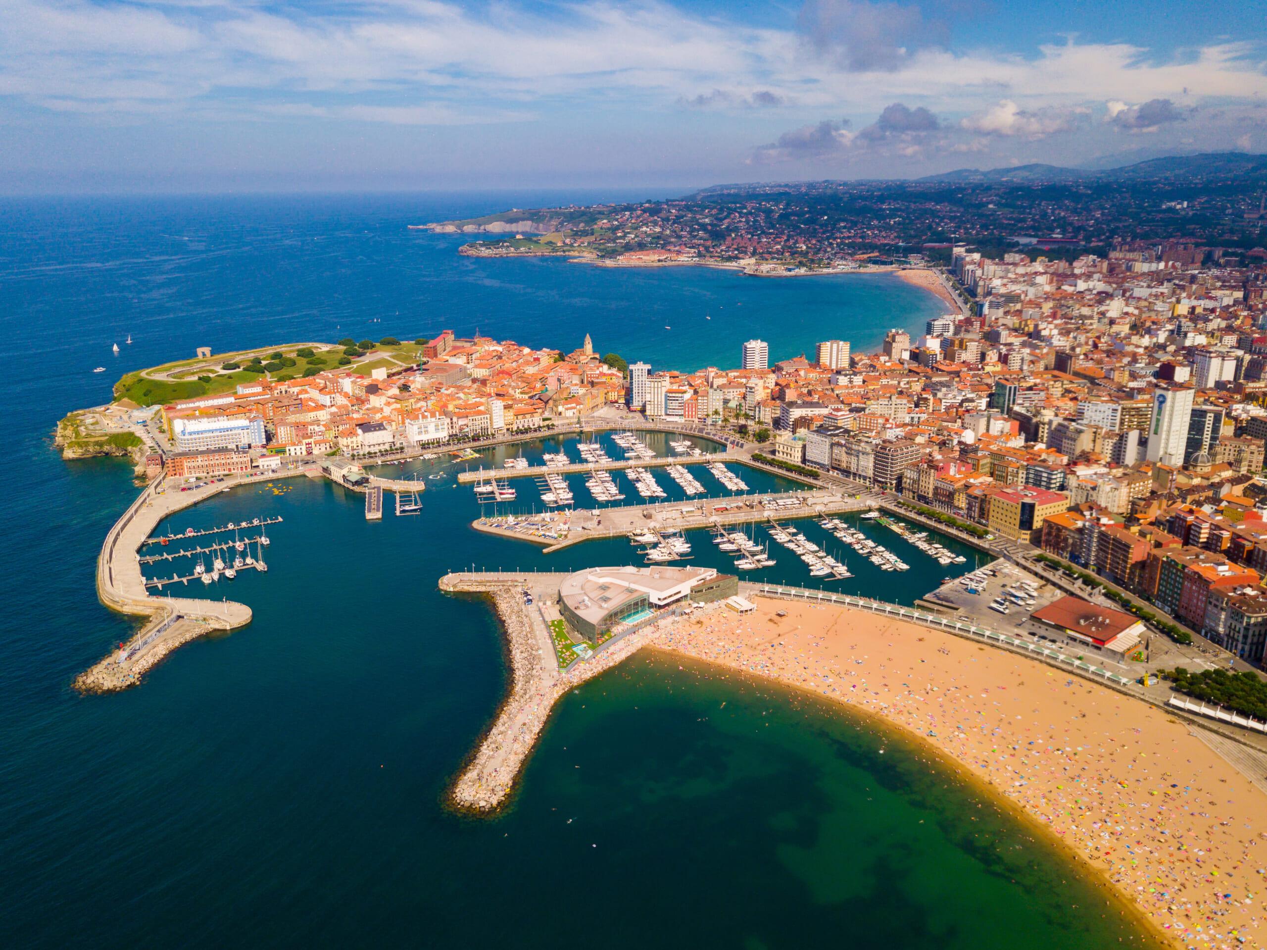 北スペインの観光スポットであるアストゥリアスのヒホン
