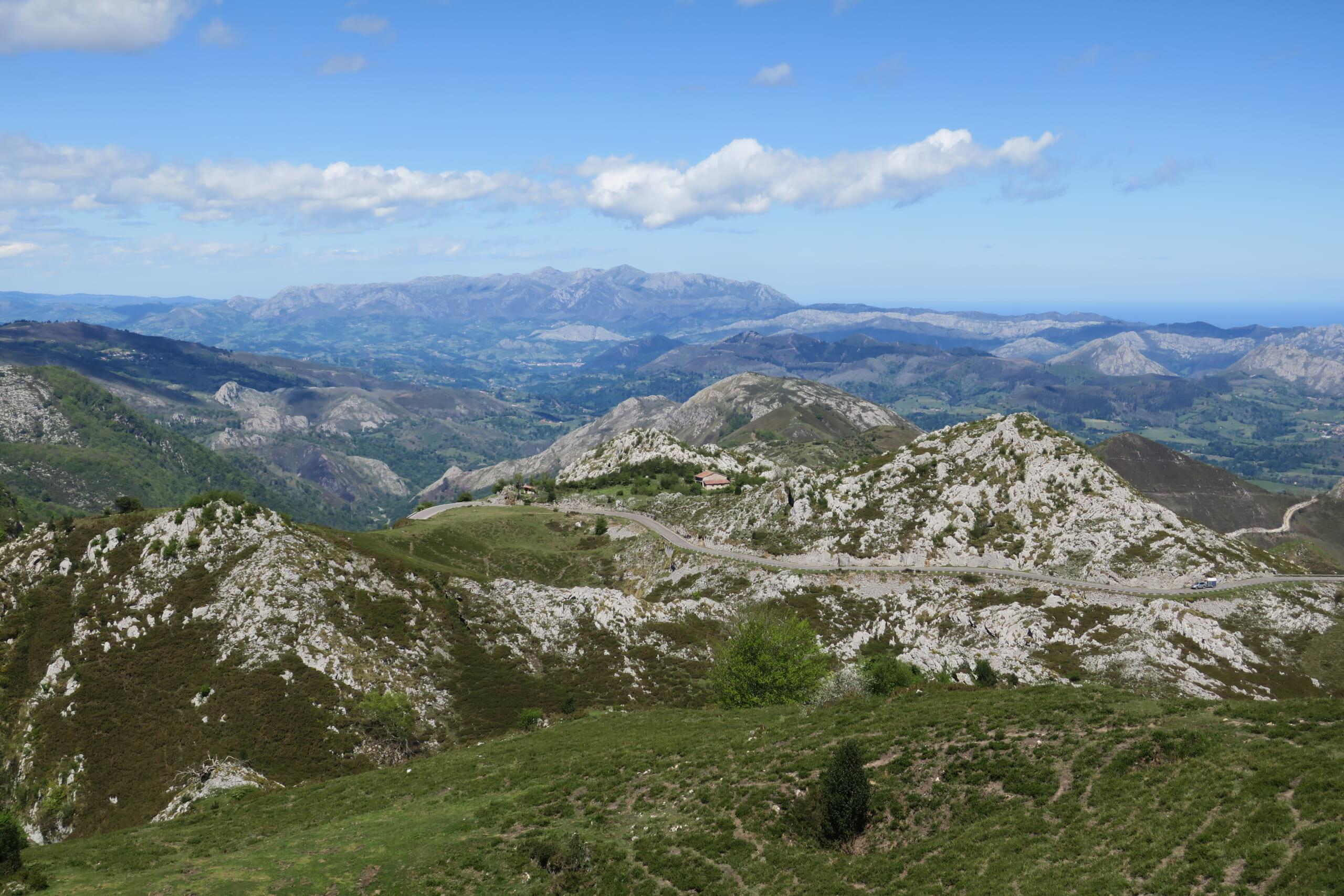 北スペインの観光スポットであるアストゥリアスのピコス・デ・エウロパ国立公園