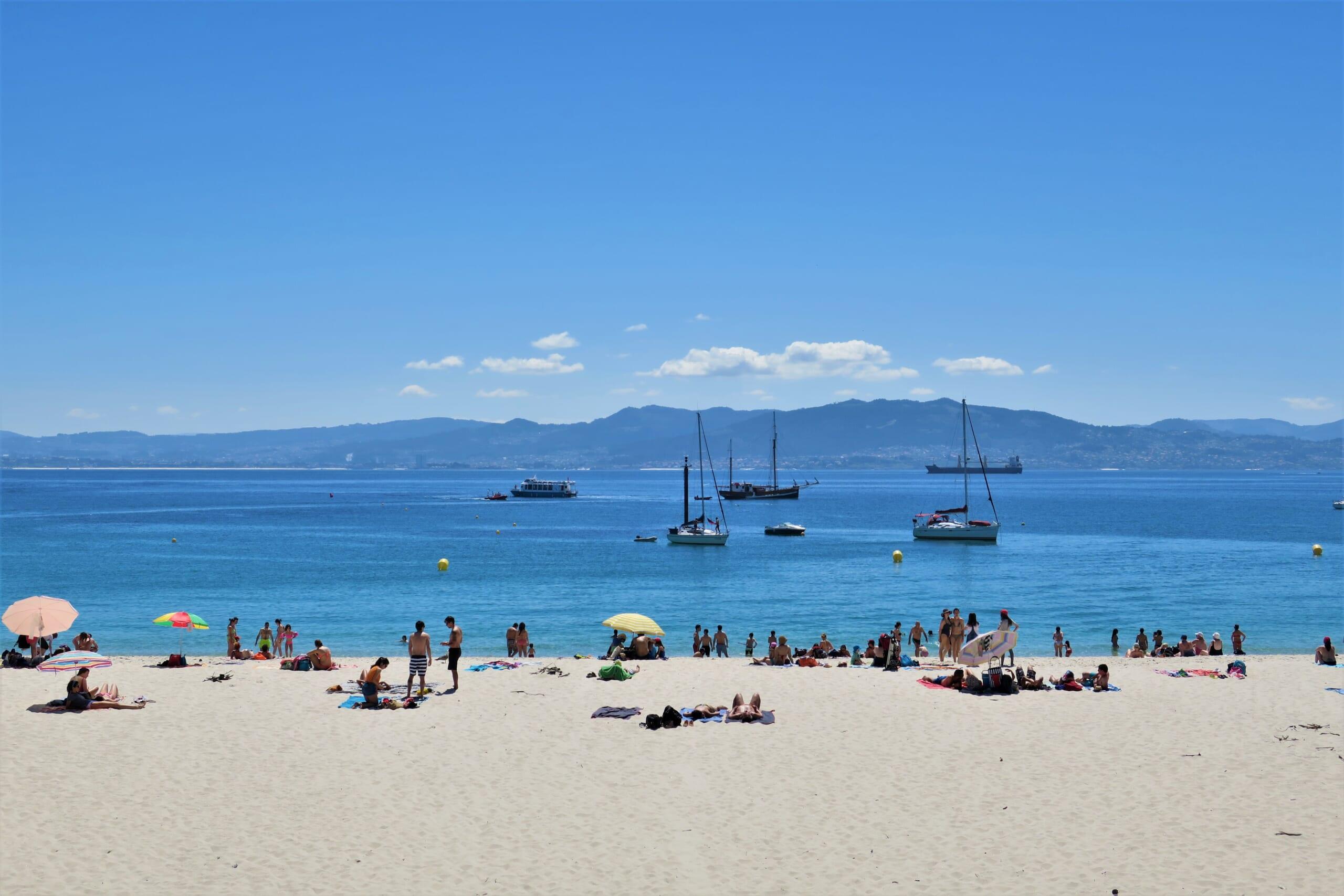 北スペインの観光スポットであるガリシアのシエス諸島から見える対岸のビーゴ。