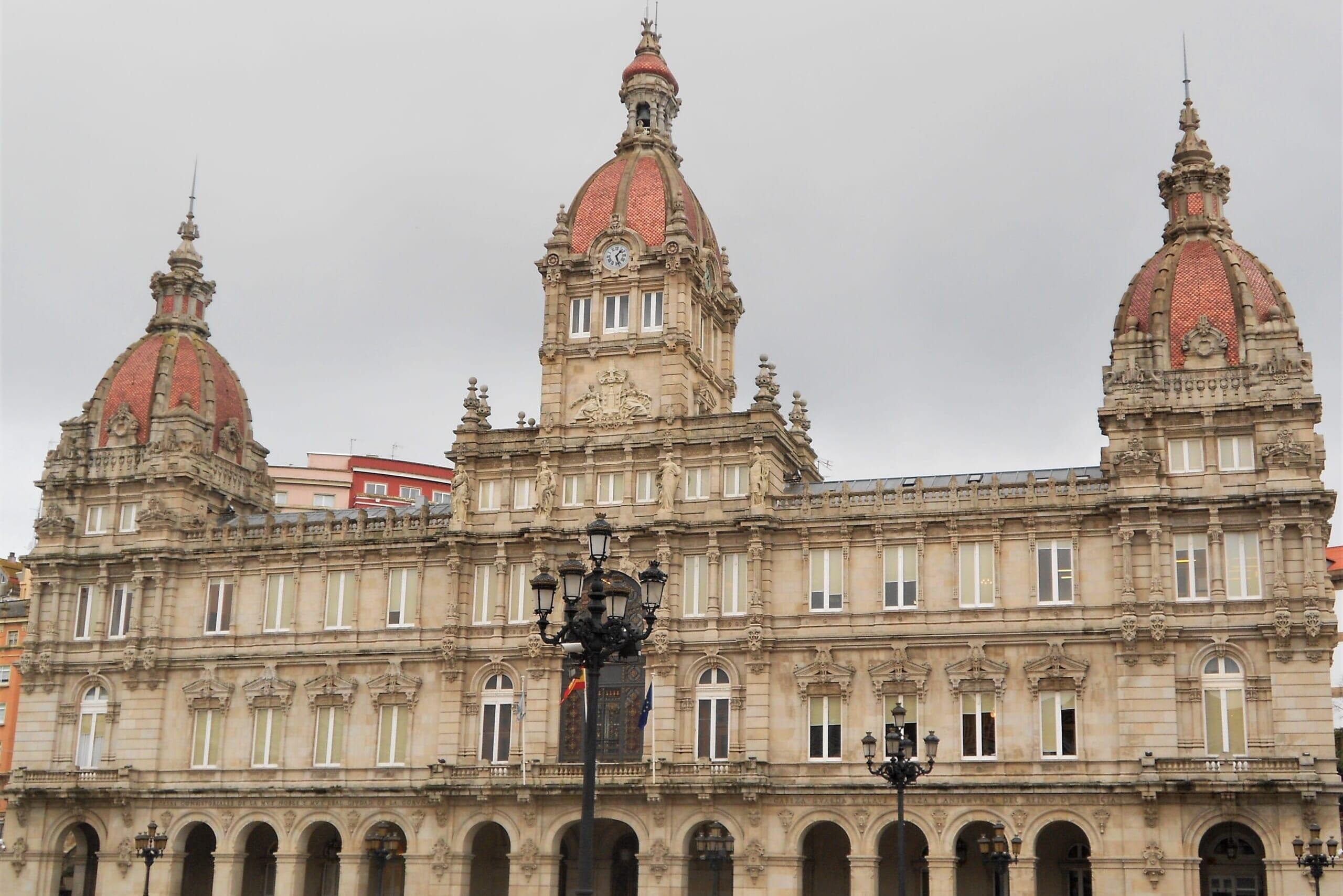 北スペインの観光スポットであるガリシアのア・コルーニャのマリア・ピタ広場