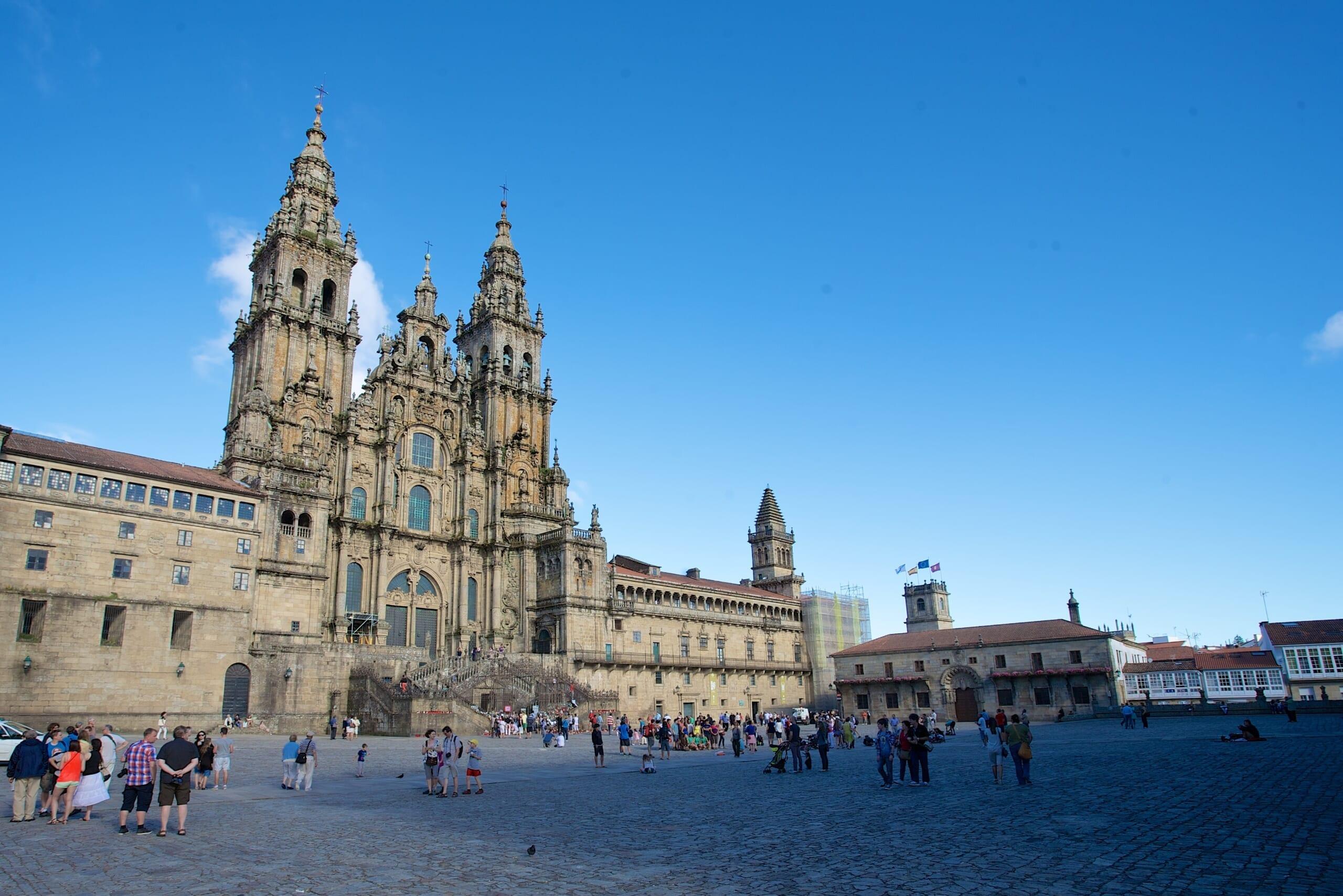 北スペインの観光スポットであるガリシアのサンティアゴ・デ・コンポステーラ大聖堂