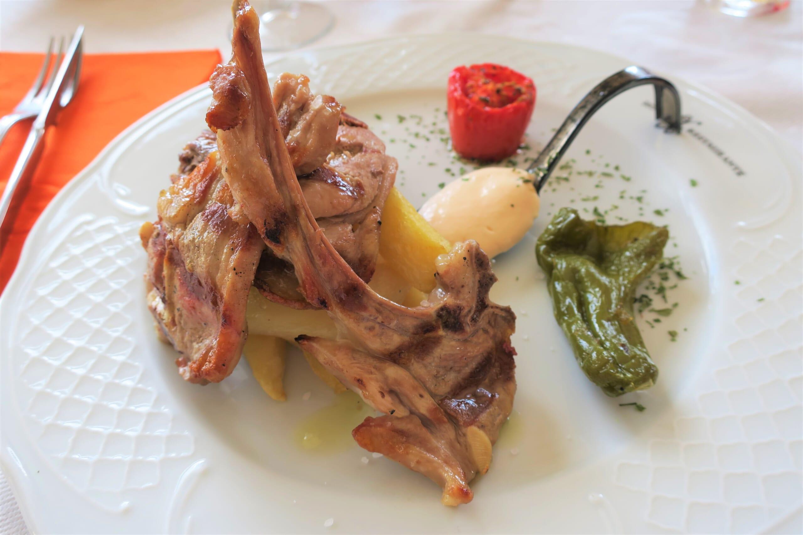 北スペインのアラゴンの郷土料理である仔羊のラムチョップ