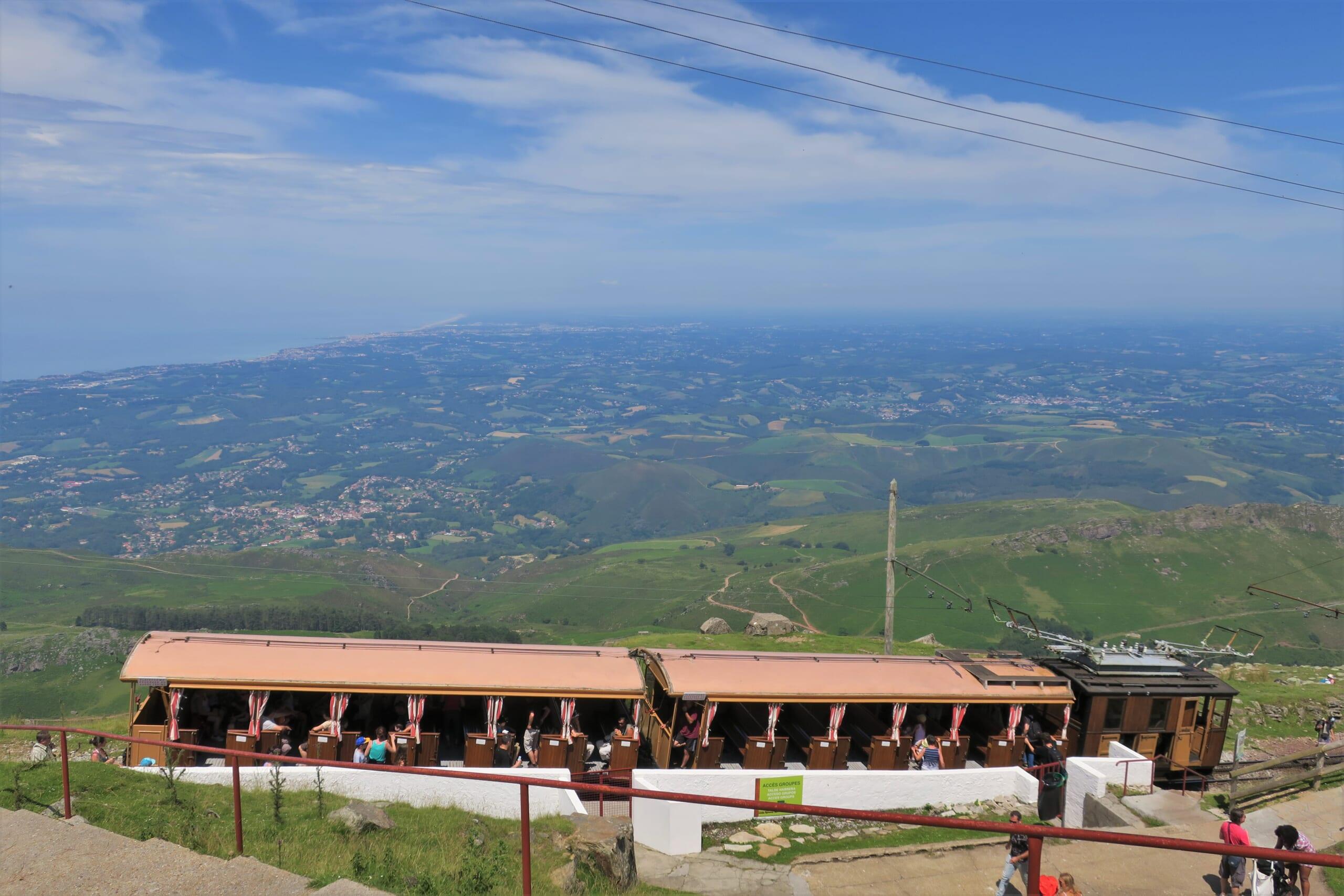 観光スポットであるバスクのピレネー山脈に位置するラ・リューヌ登山列車