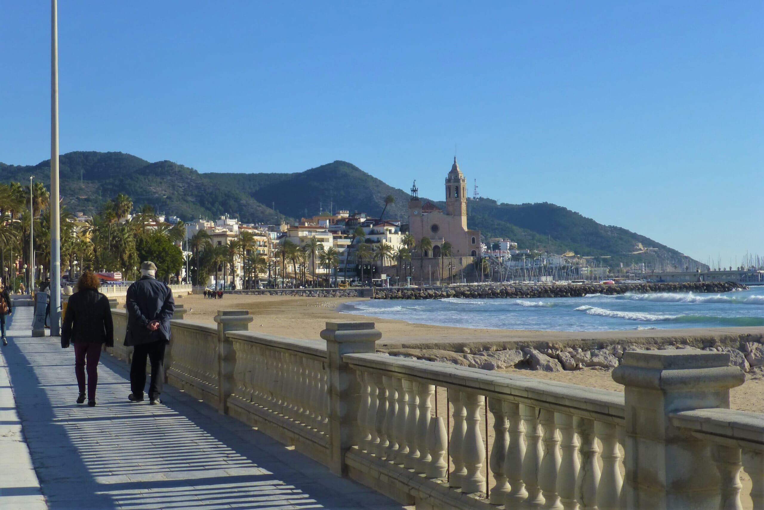 北スペインの観光スポットであるカタルーニャのシッチェス