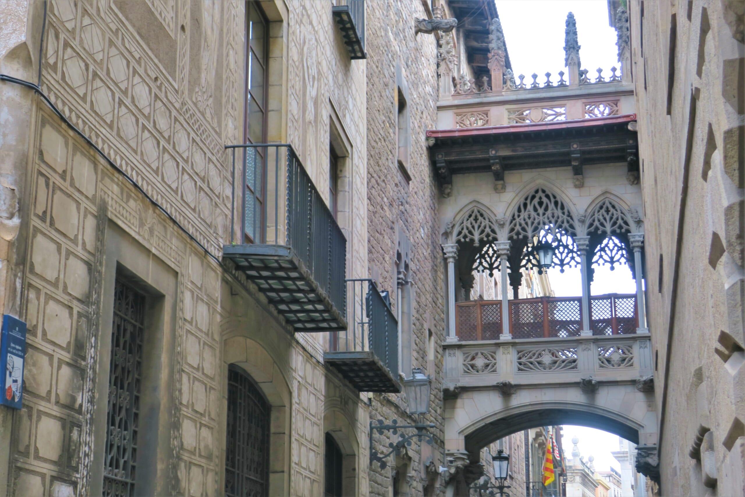 北スペインの観光スポットであるバルセロナのゴシック地区