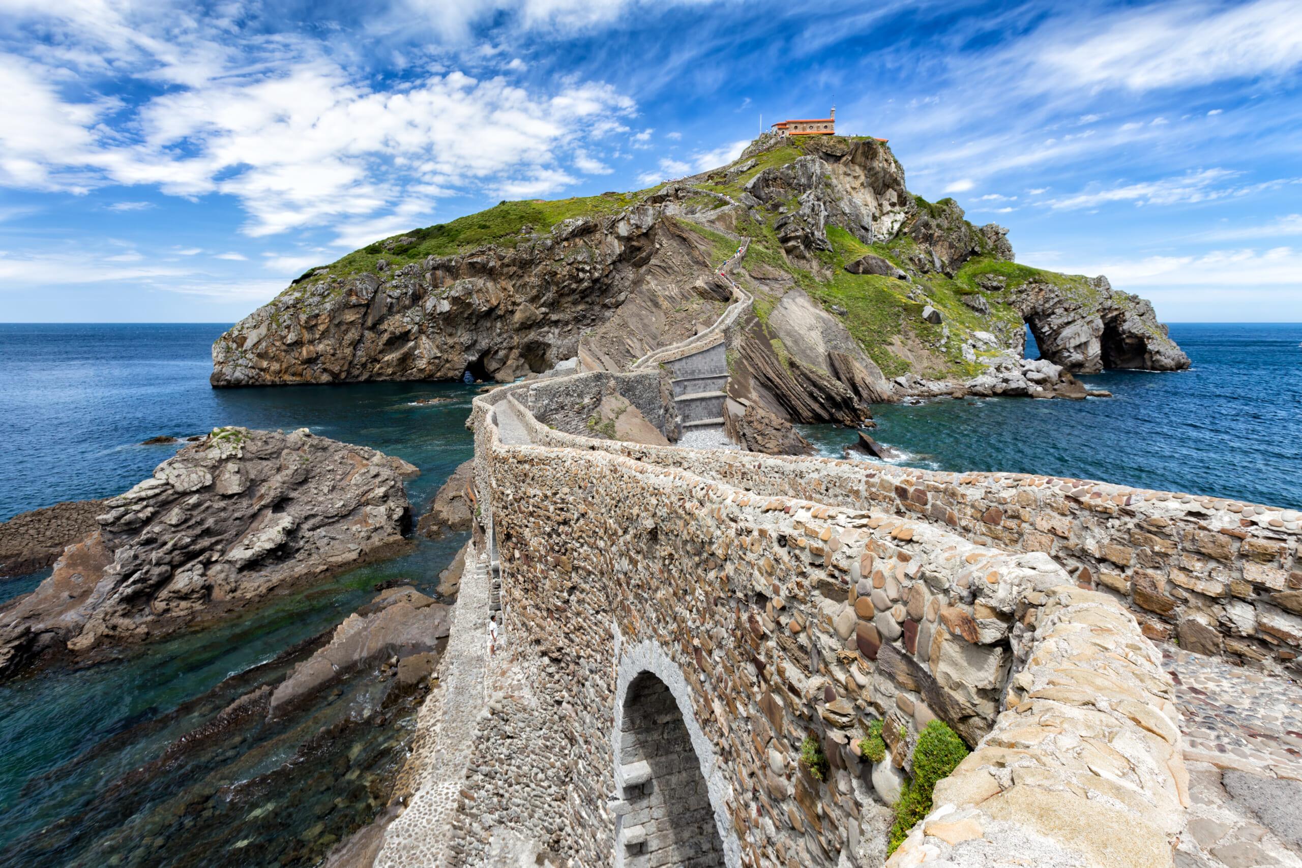 北スペインの観光地であるバスクのサン・フアン・デ・ガステルガチェ