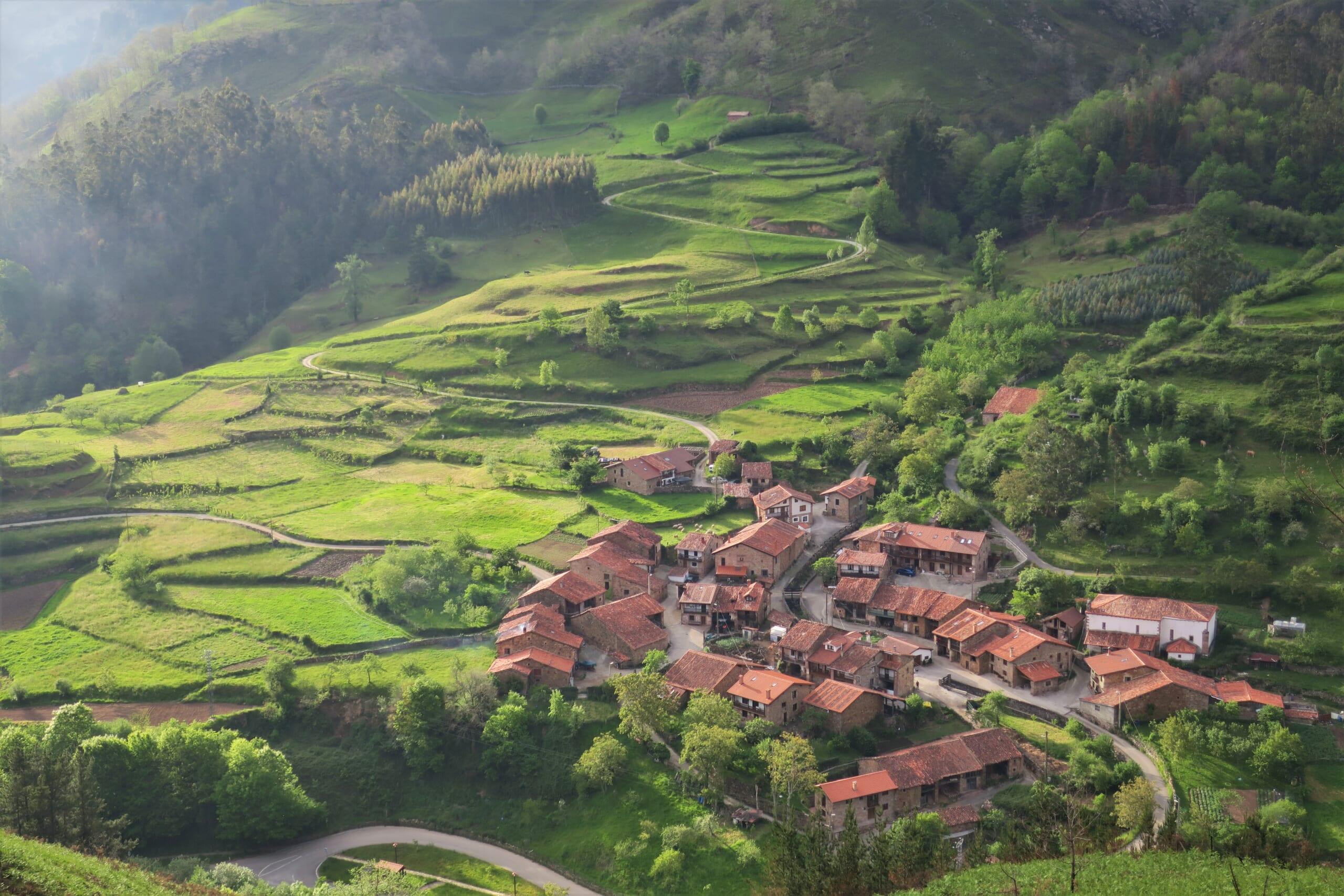 北スペインの観光地であるカンタブリアの村