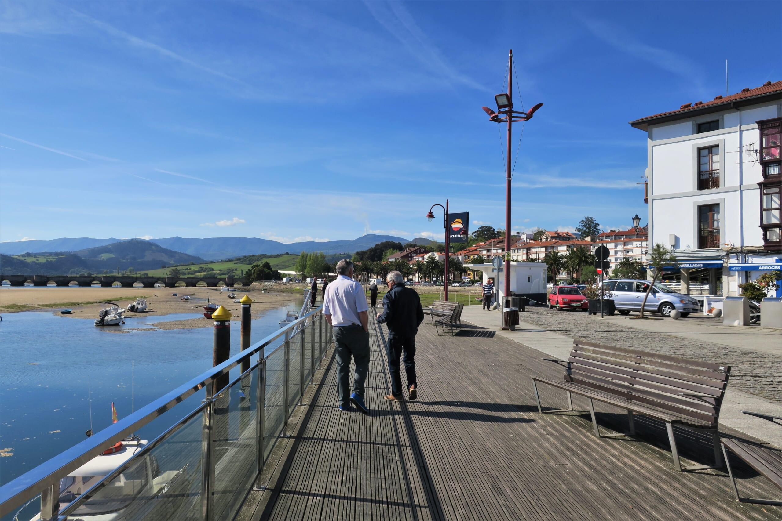 北スペインの観光地であるカンタブリアのサン・ビセンテ・デ・ラ・バルケラ