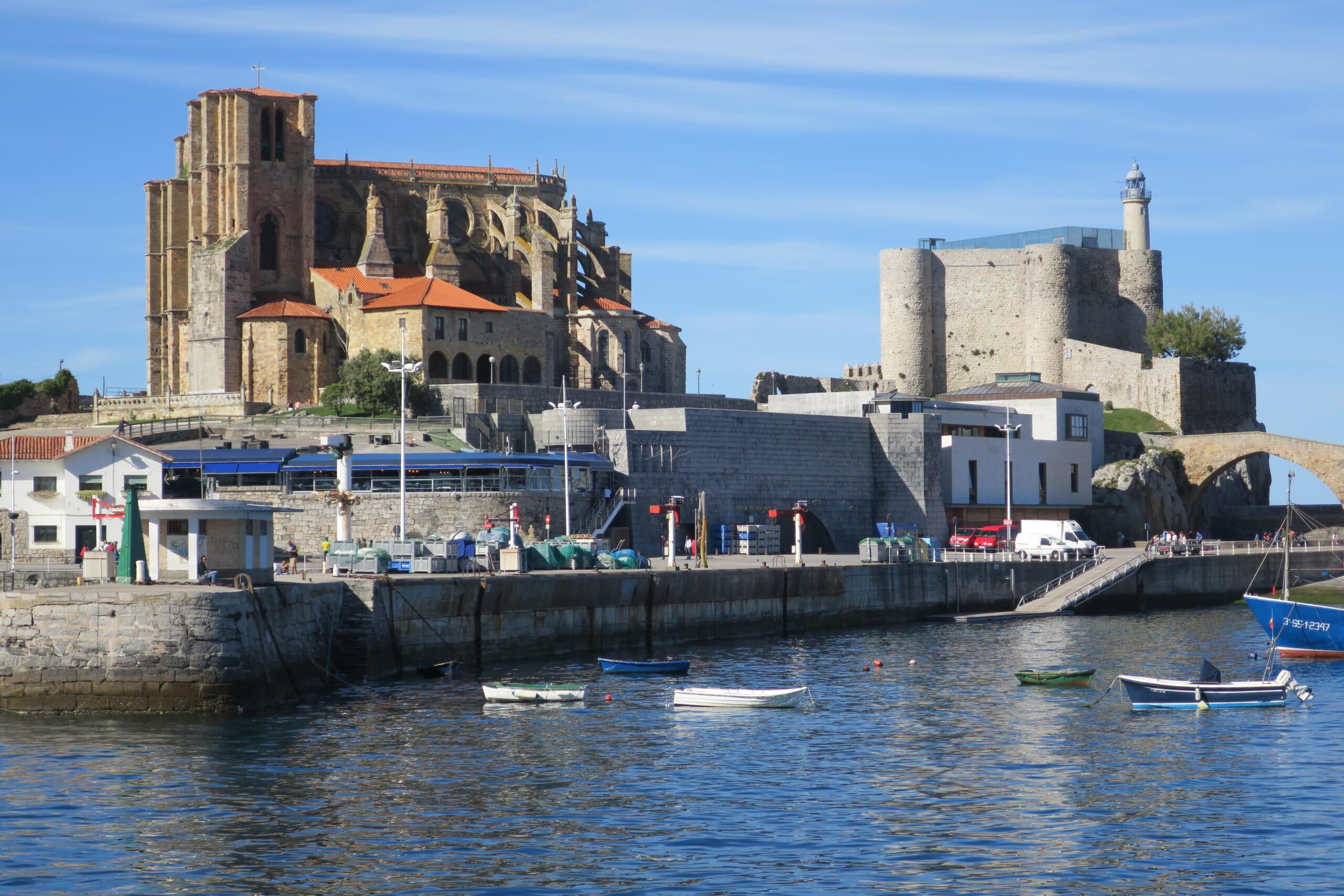 北スペインの観光地であるカンタブリアのカストロ・ウルディアレス