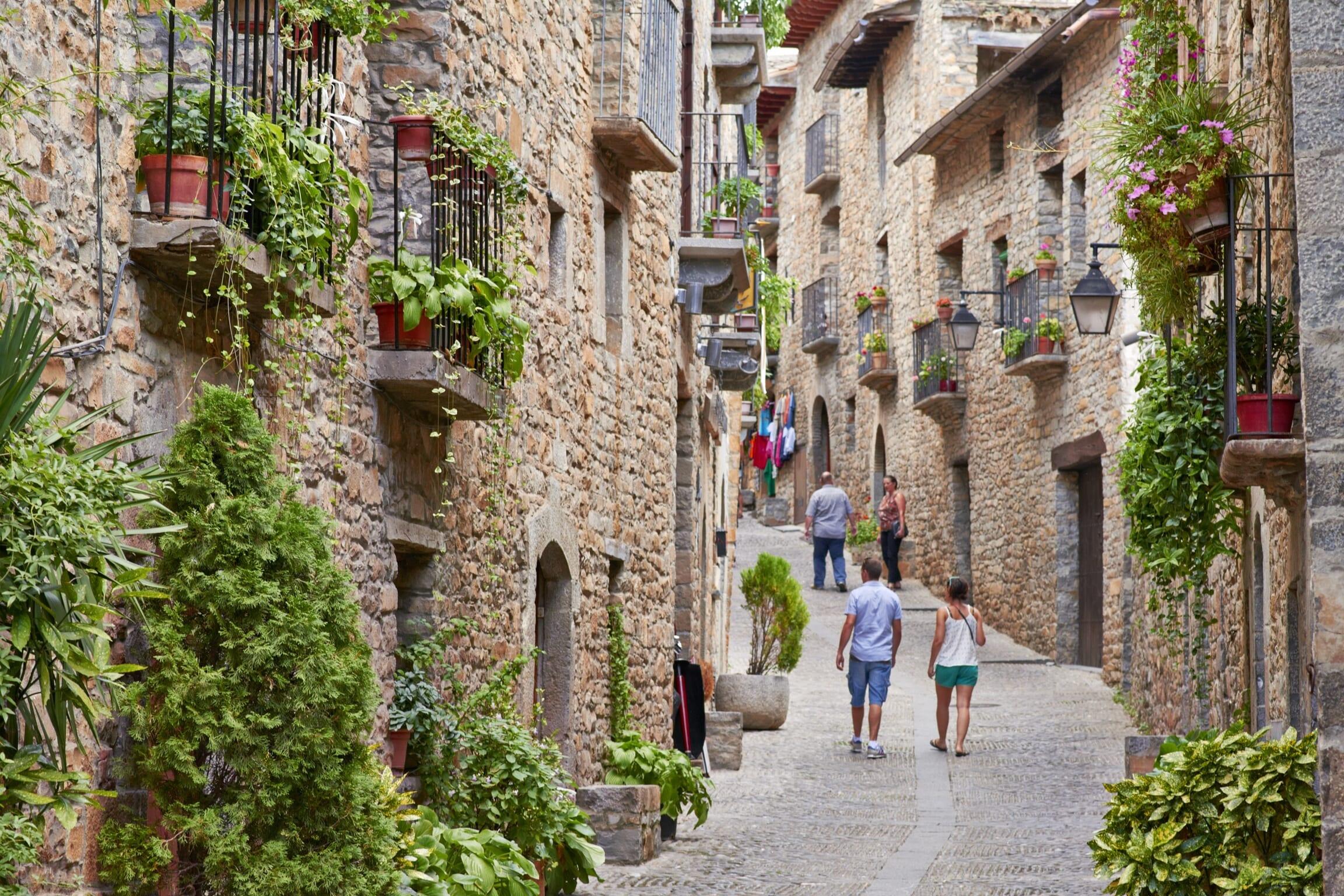 北スペインの観光スポットであるピレネーのアインサ