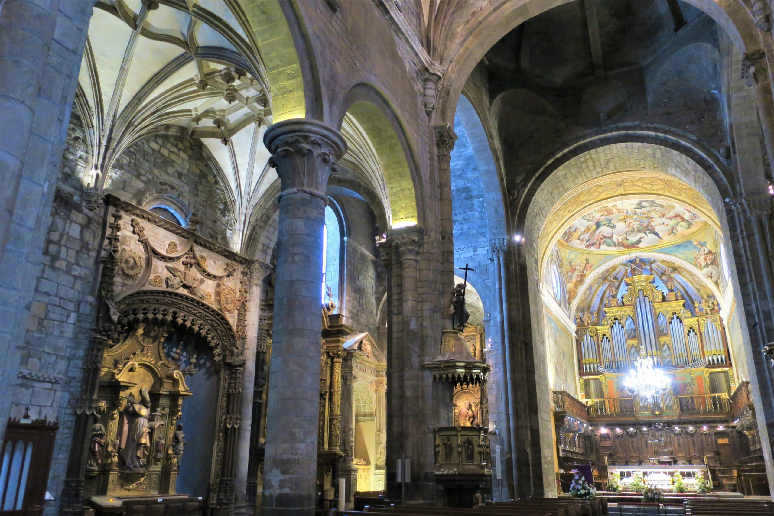 北スペインの観光スポットであるピレネーのハカの大聖堂