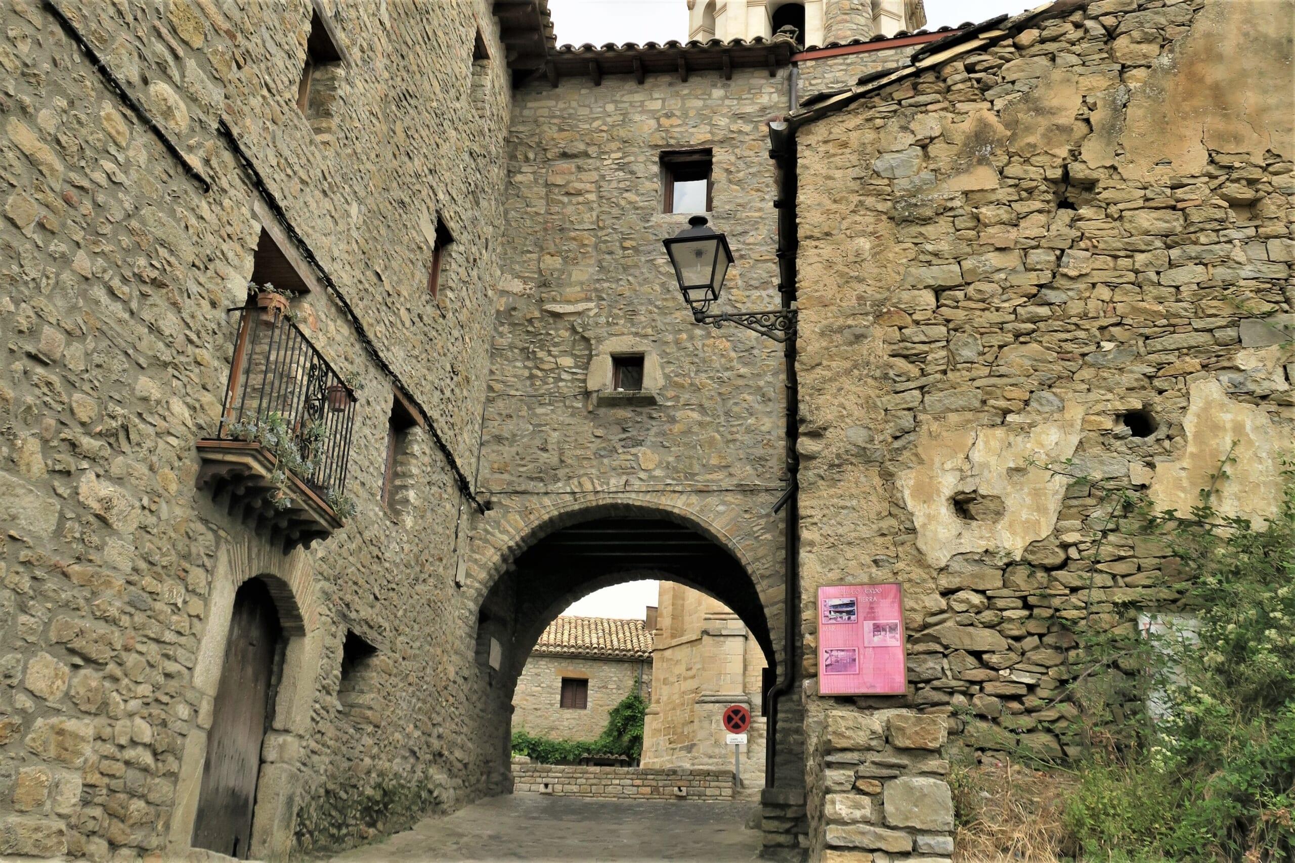 北スペインの観光スポットであるピレネーのロダ・デ・イサベナ