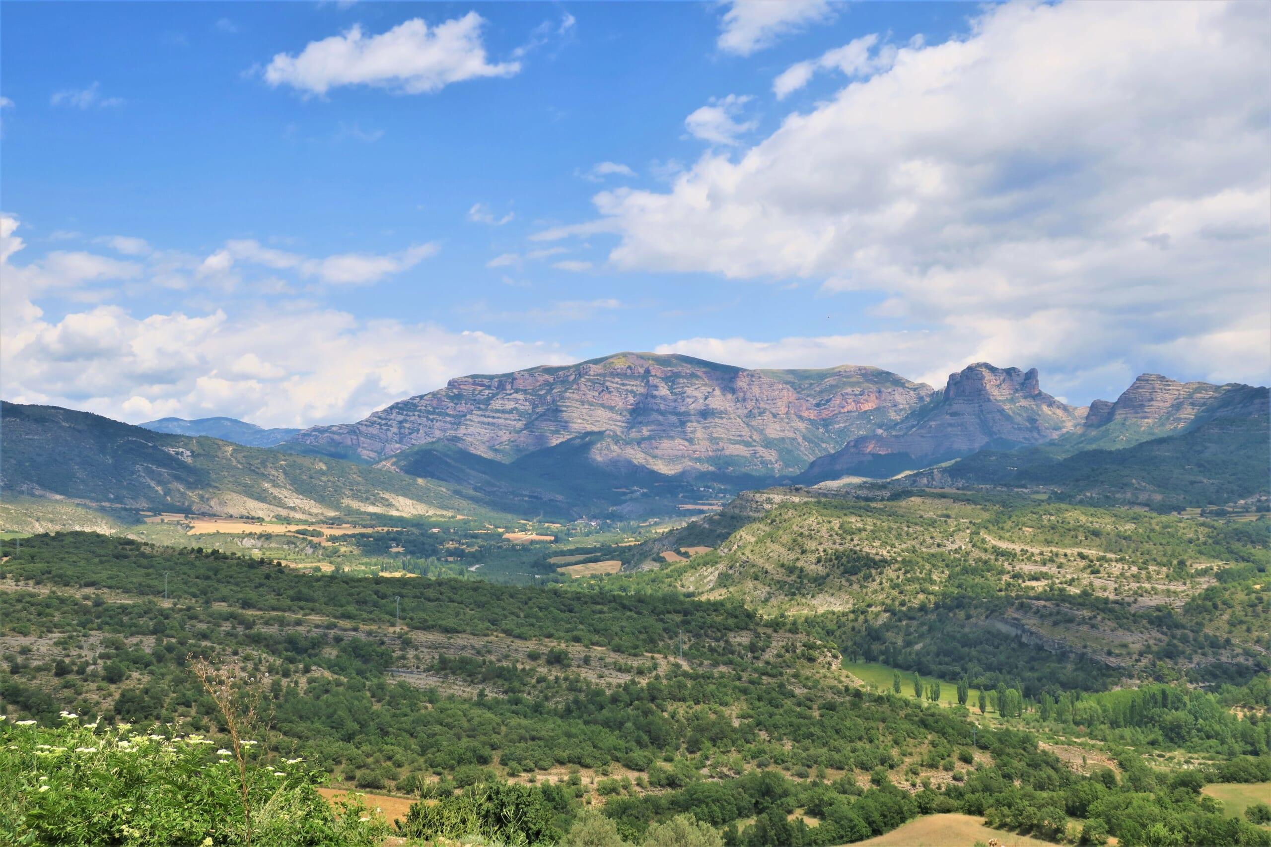 北スペインの観光スポットであるピレネーの山