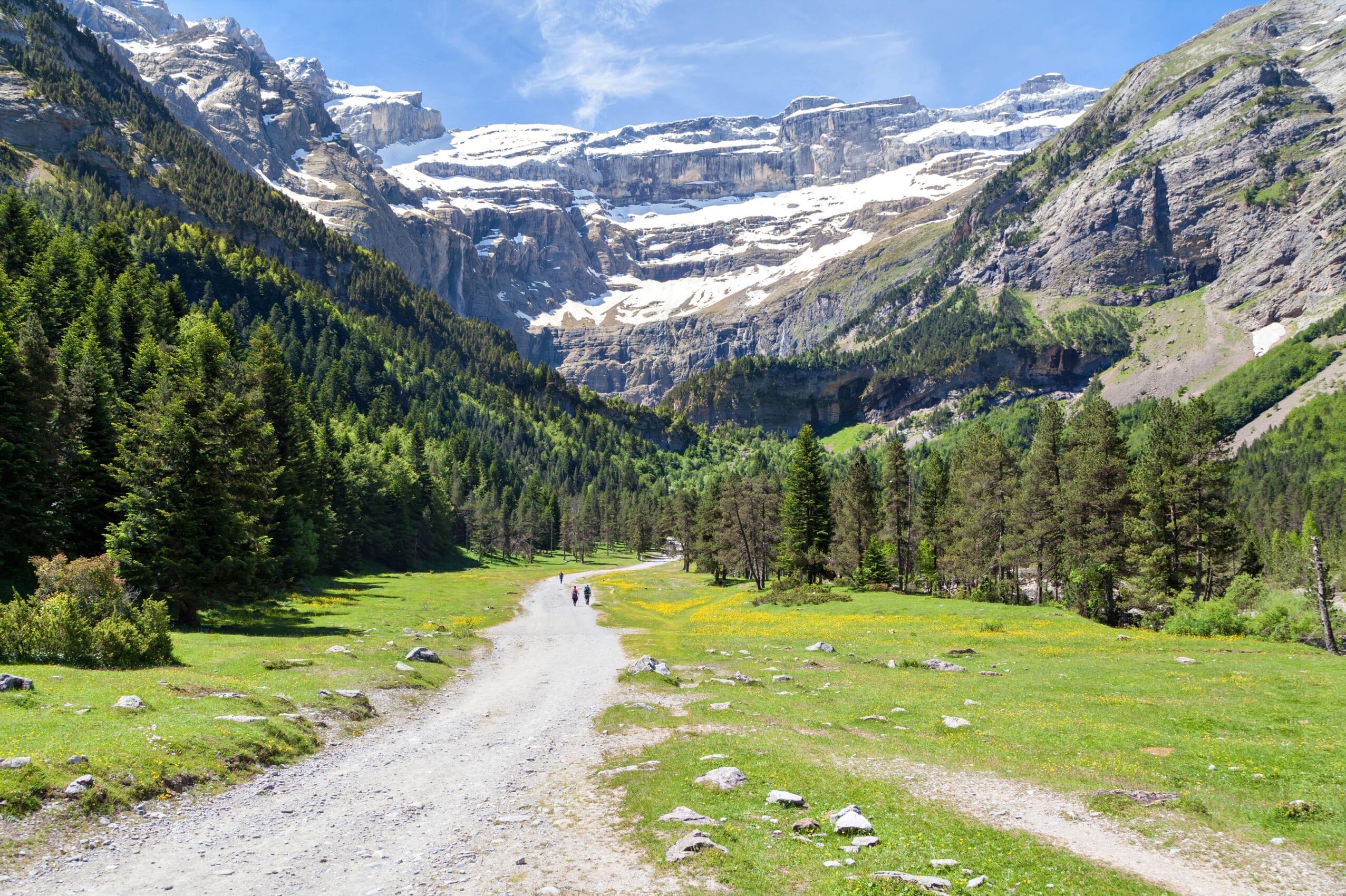 観光スポットであるピレネー山脈のガヴァルニー圏谷
