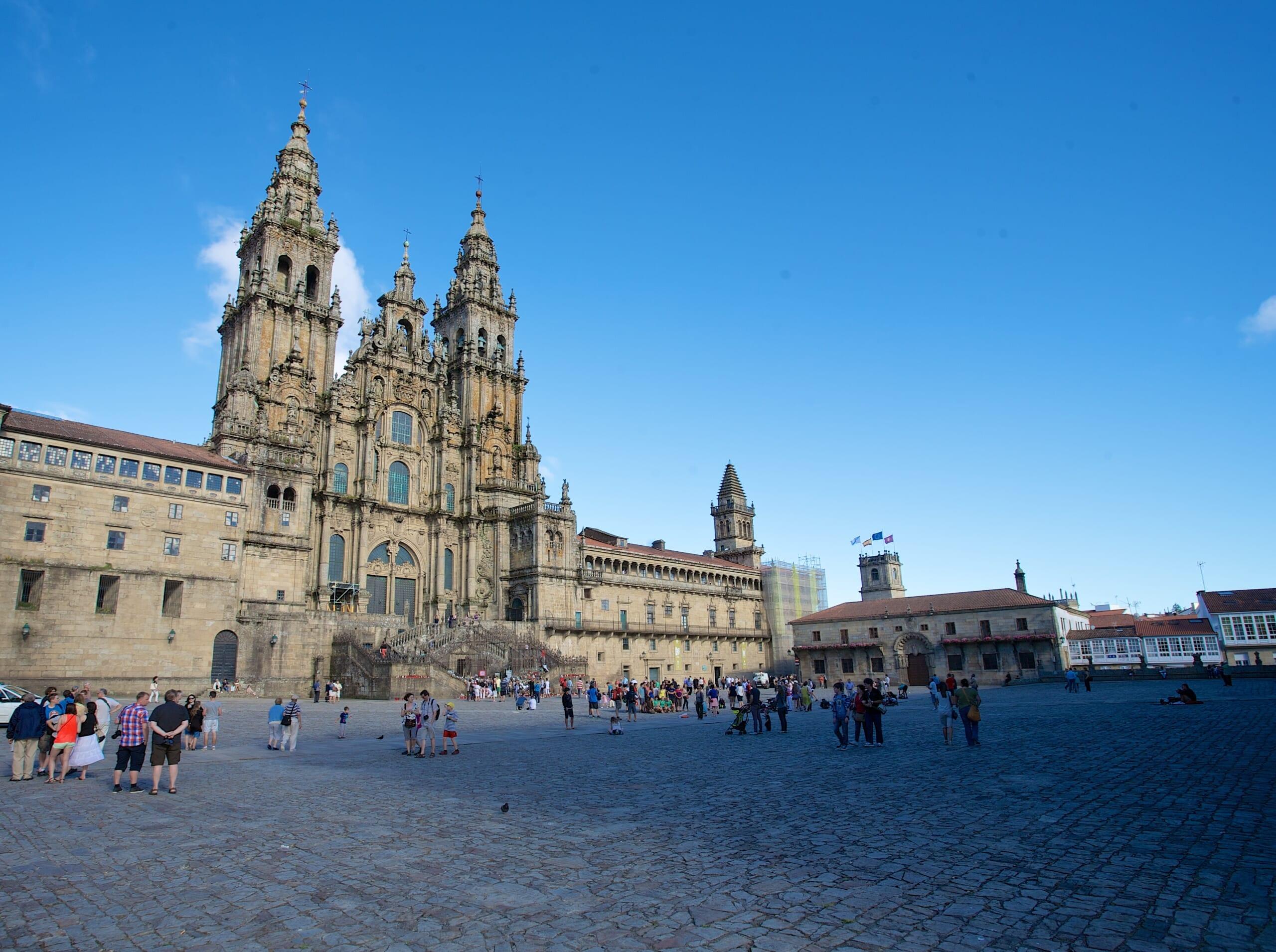 北スペインのサンティアゴ巡礼路の最終目的地であるサンティアゴ・デ・コンポステーラ大聖堂