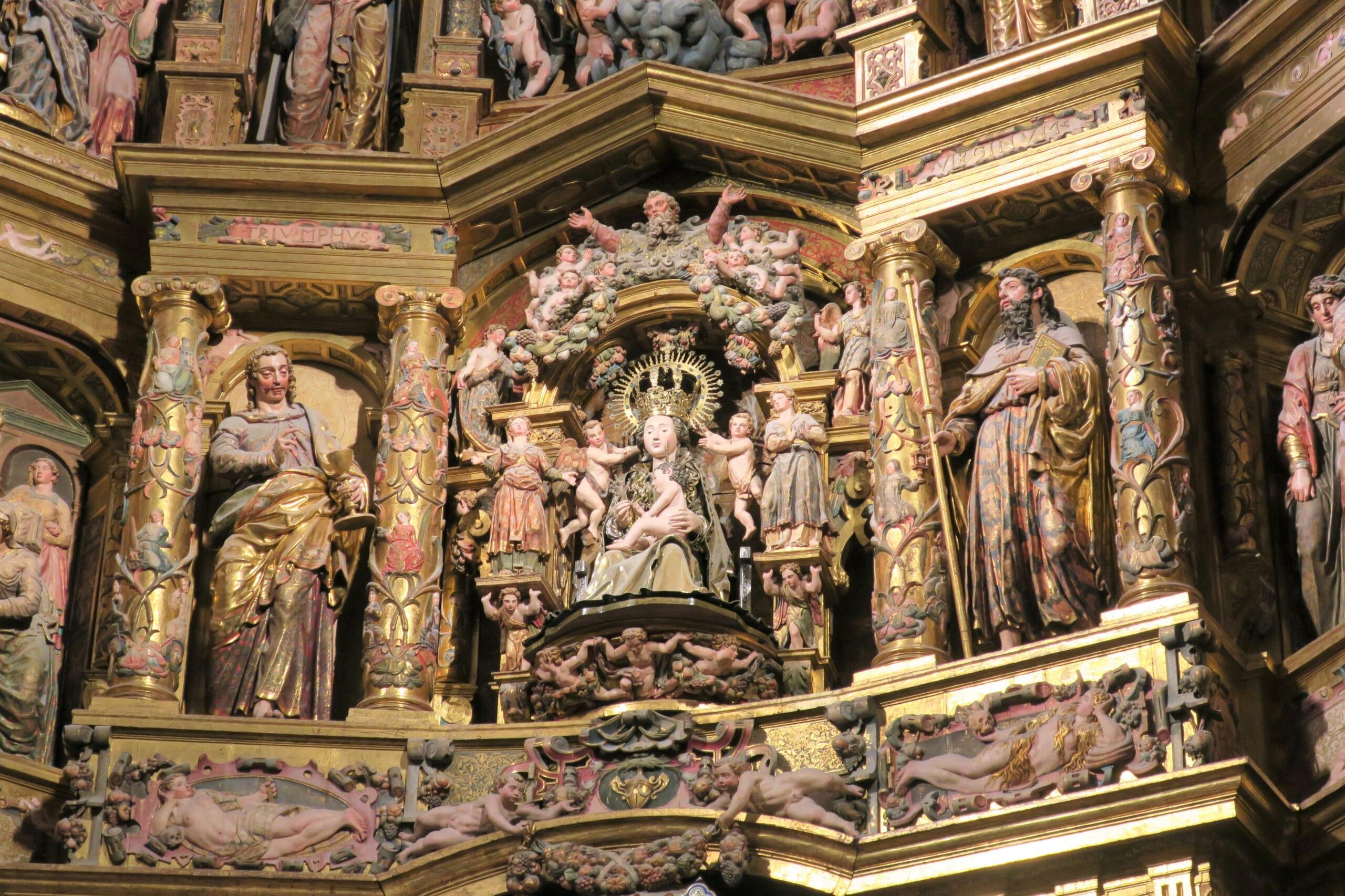 北スペインのサンティアゴ巡礼路の経由地であるブルゴス大聖堂の衝立装飾