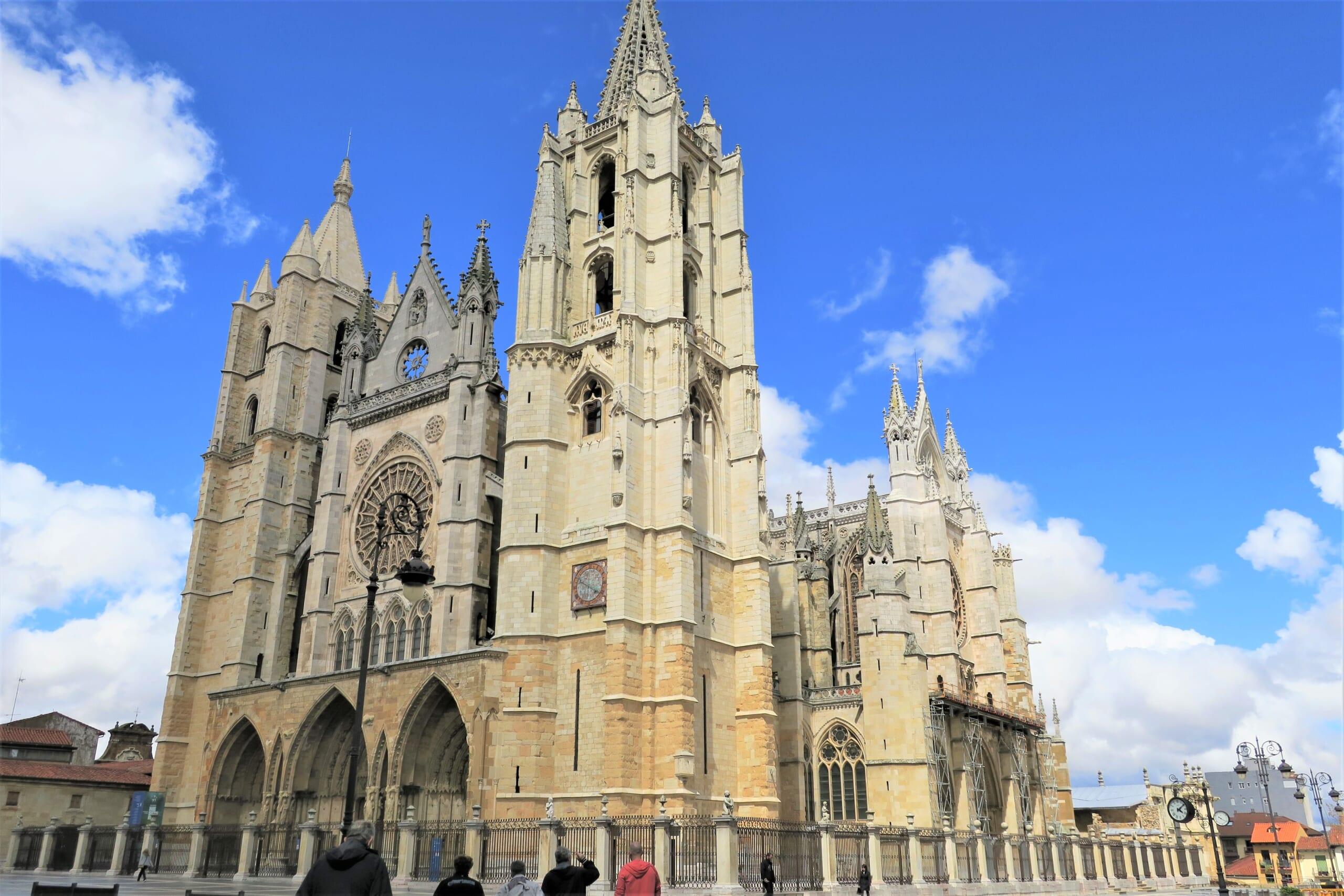 北スペインのサンティアゴ巡礼路の経由地であるレオン大聖堂