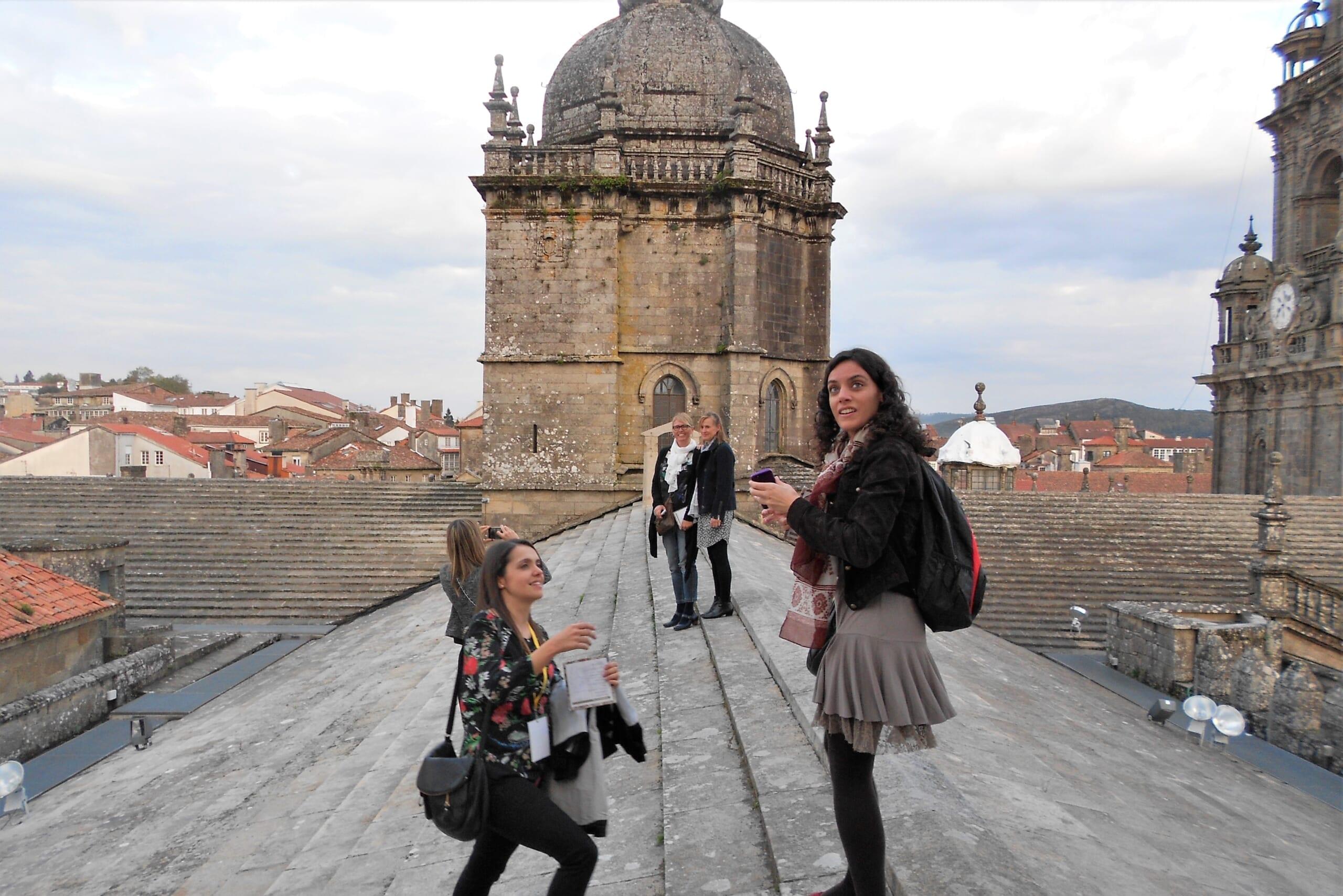 北スペインのサンティアゴ巡礼路の最終目的地であるサンティアゴ・デ・コンポステーラ大聖堂の屋根上