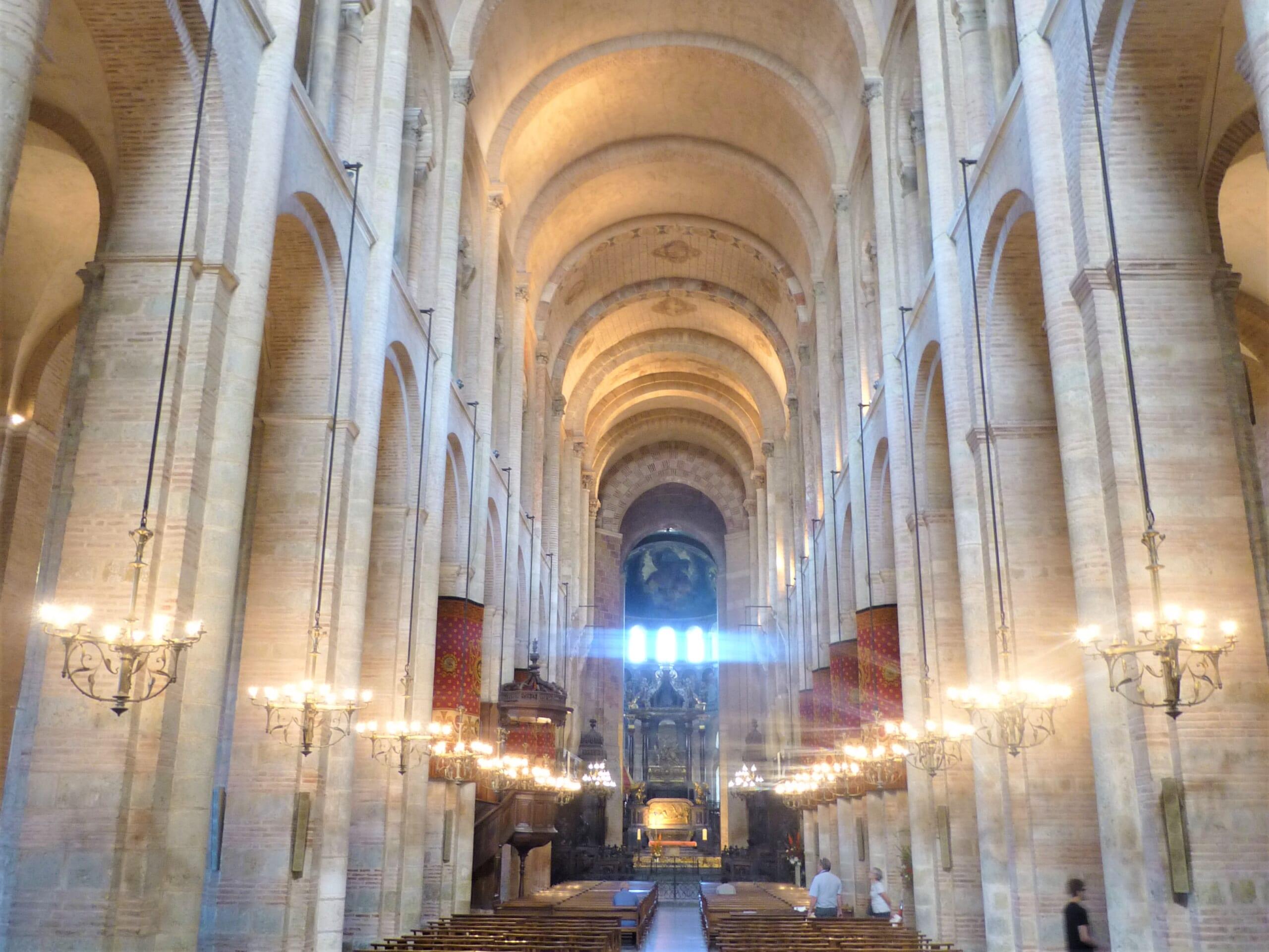 北スペインのサンティアゴ巡礼路へと続くトゥールーズのサン・セルナン大聖堂