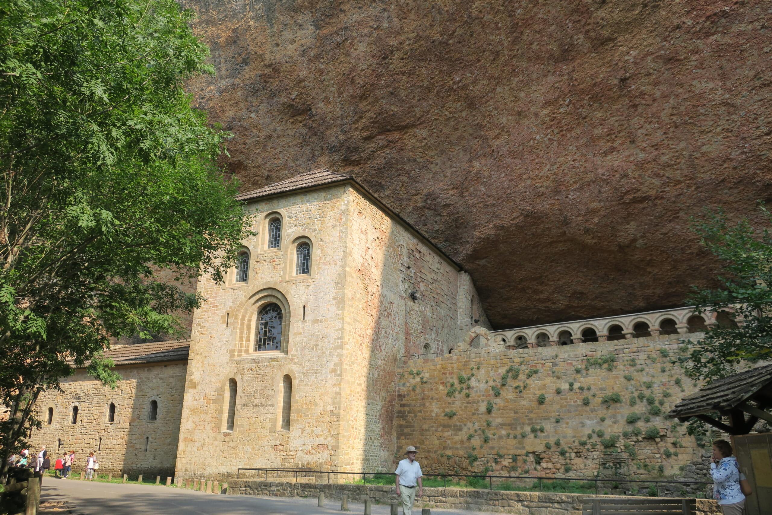 北スペインのロマネスク様式の修道院