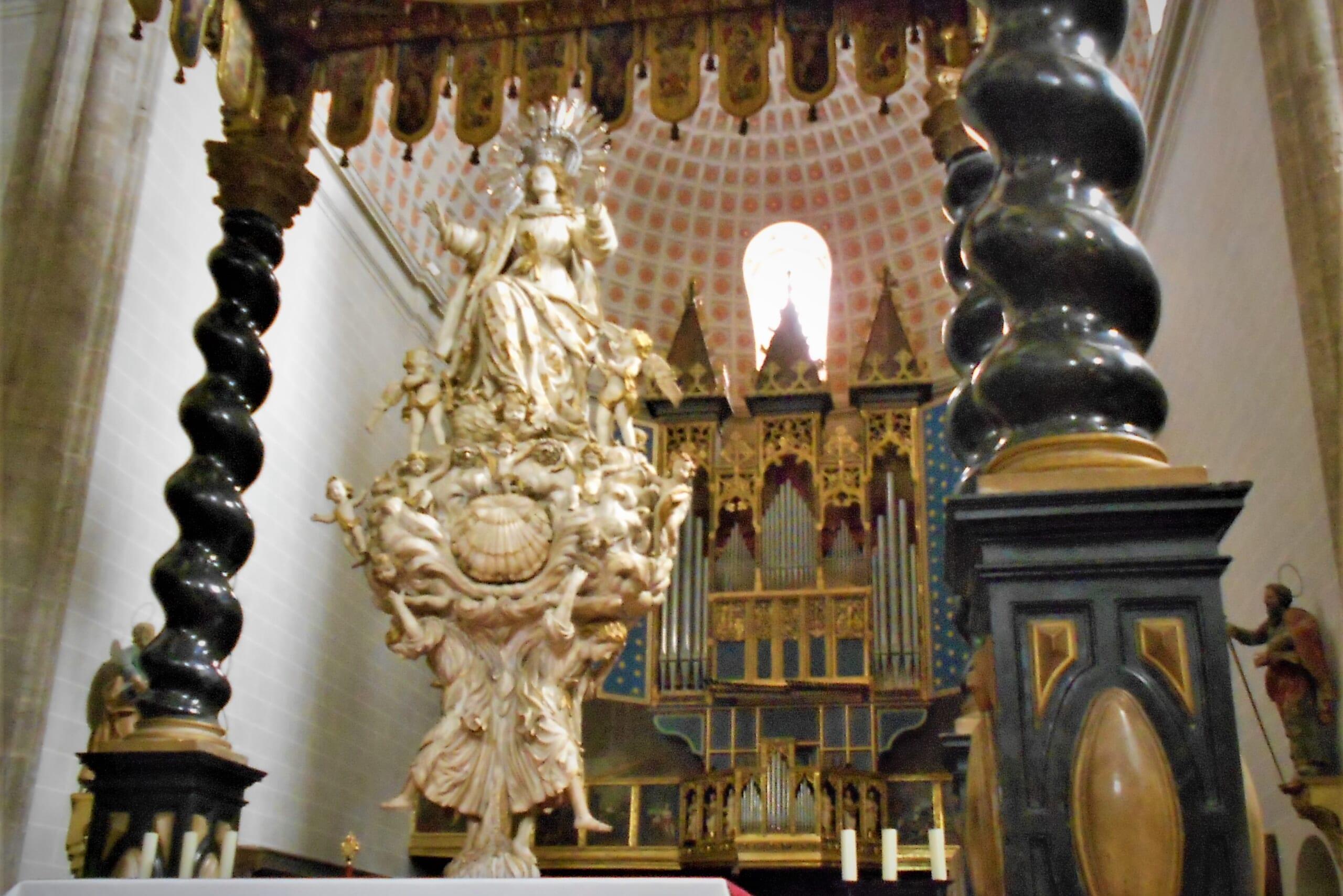北スペインのバロック様式の教会
