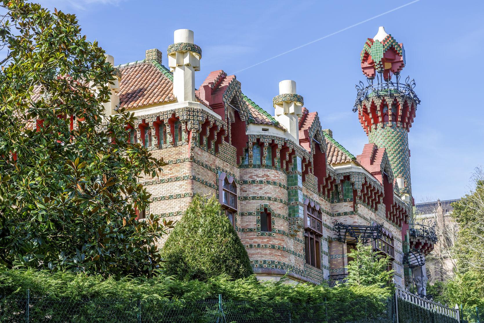 北スペインのモデルニスモ様式の建築物