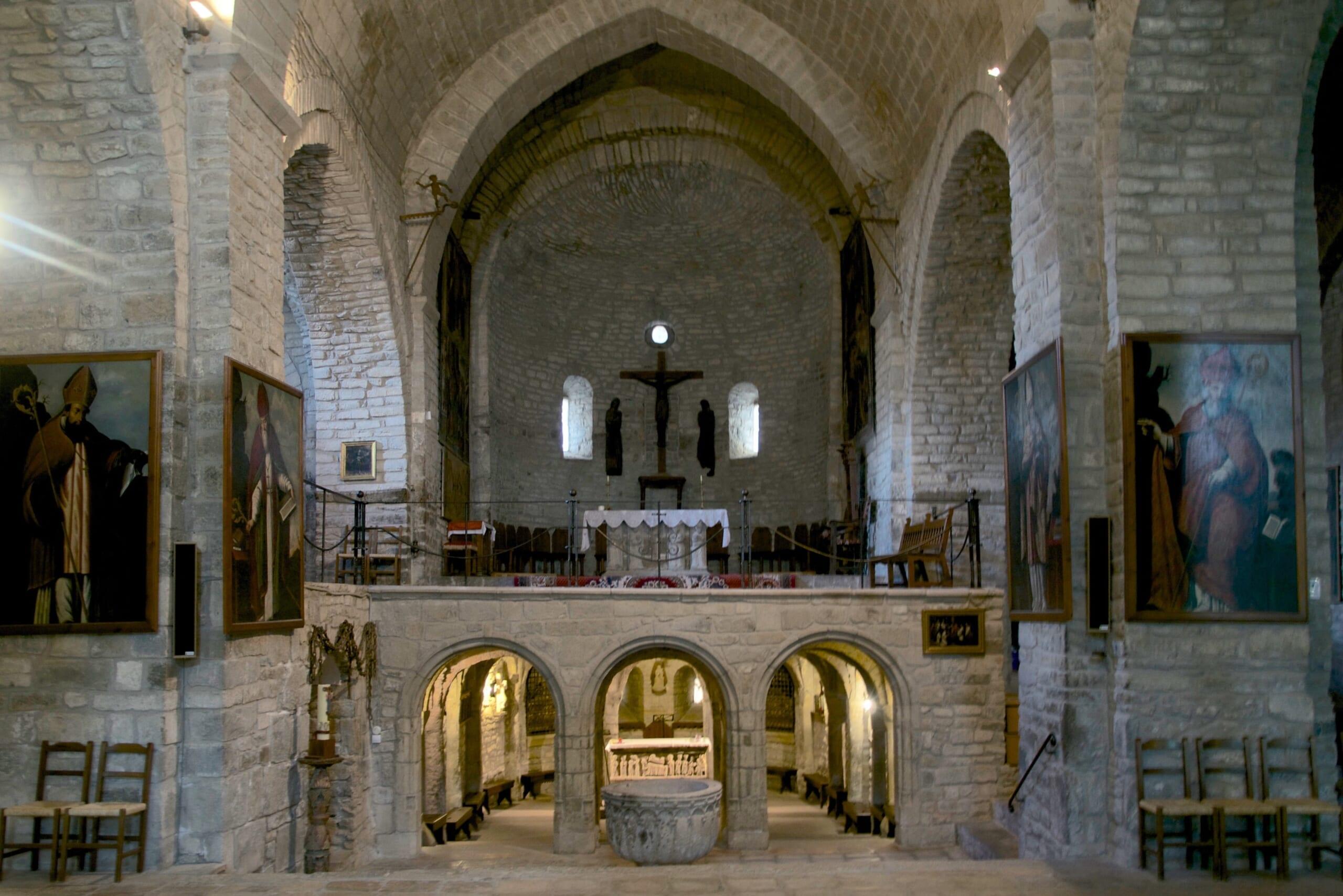 北スペインの観光スポットであるピレネーのロダ・デ・イサベナ大聖堂